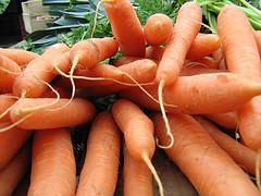 grany épluché des carottes